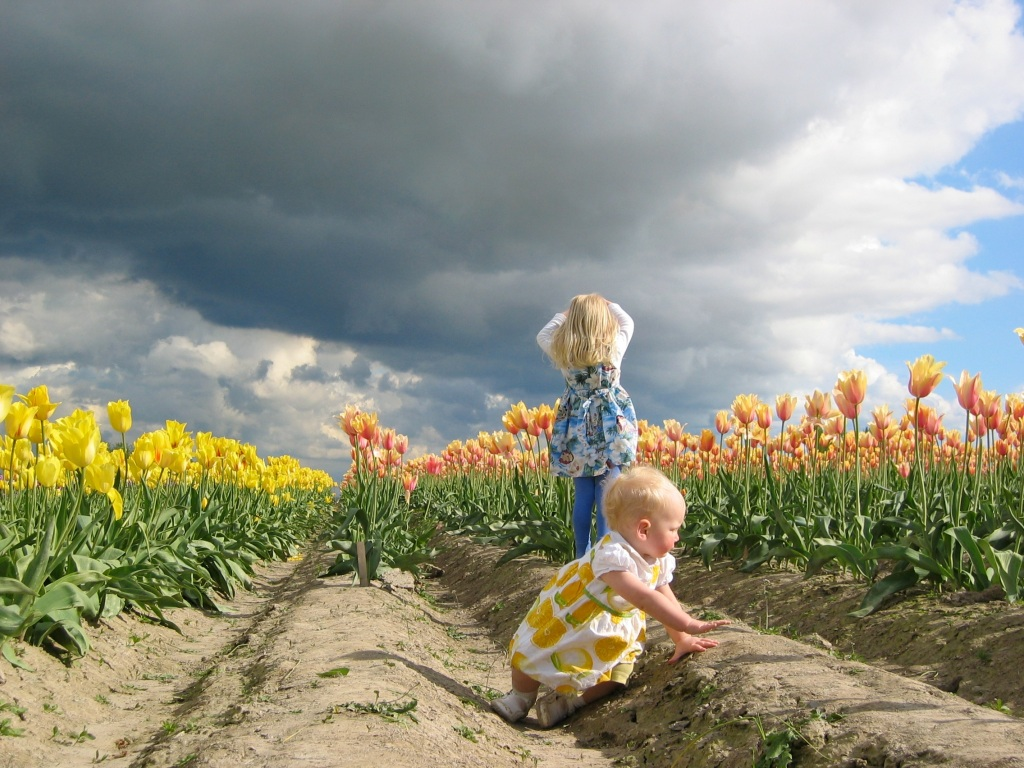 Skagit Valley Tulip Festival Kids Watching Impending Weather RKWeymuller Photography